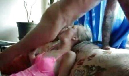 دختر سخت و خشن fucks در دانلود فیلم سکسی باحال یک زن روسپی نوجوان