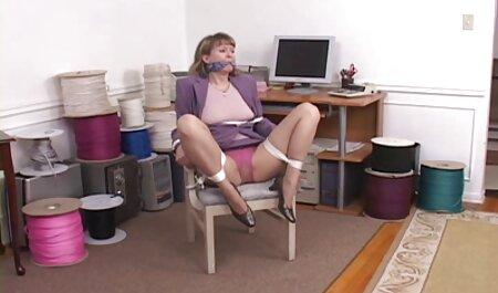 به دلیل عملکرد ویدیوسکس باحال ضعیف ، او خودش از مدیر خواست تا آن را باز کند