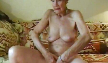 کوچک می فیلم سکسی باحال شود برای دریافت لباس های خود را به عقب