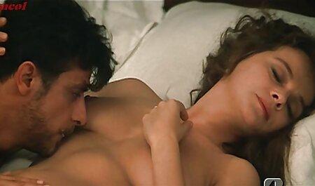مرد تصمیم گرفت برای دانلود فیلم سکسی خیلی باحال به اشتراک گذاشتن دو لزبین با آلت تناسلی خود را