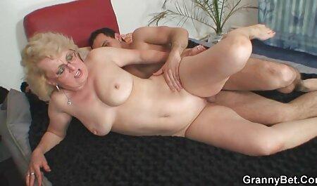 تراشیدن ران و دوربین مخفی سکسی باحال کرک خود را در حمام
