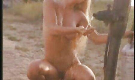 داد به خورد همسر در ضربدری باحال حمام و تقدیر در دهان بر روی نیمکت